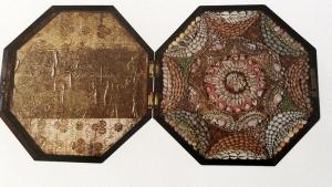 Valentine de doble estuche, con una parte forrada de piel ( colección particular )